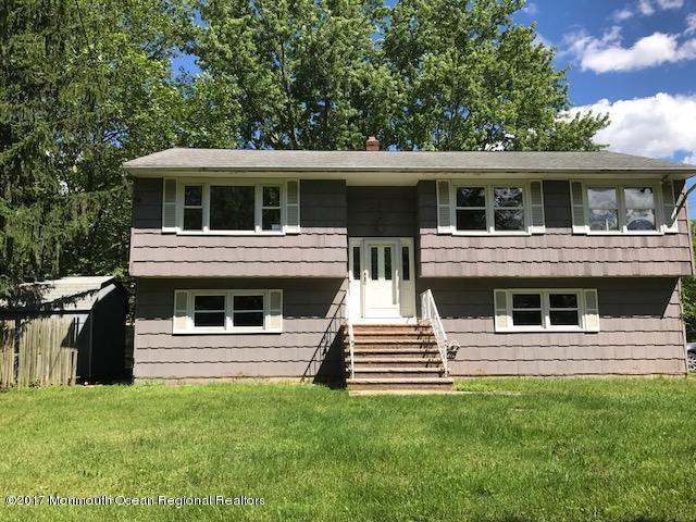 独户住宅 为 销售 在 572 Tennent Road 572 Tennent Road 英语城, 新泽西州 07726 美国