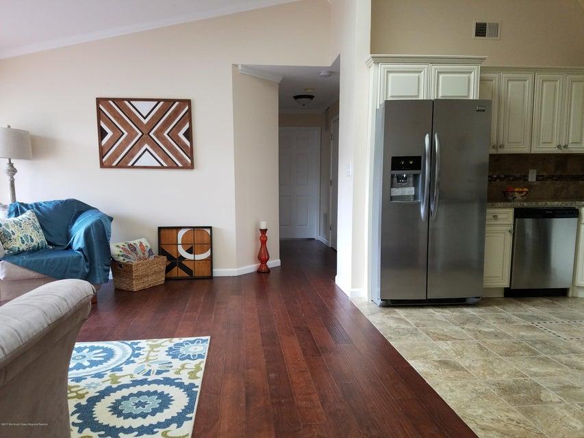 Maison unifamiliale pour l Vente à 264 Kempsey Drive North Brunswick, New Jersey 08902 États-Unis