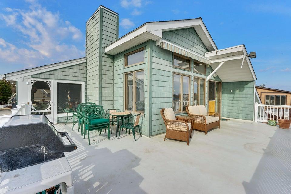 Maison unifamiliale pour l Vente à 21 Overlook Drive 21 Overlook Drive Little Egg Harbor, New Jersey 08087 États-Unis