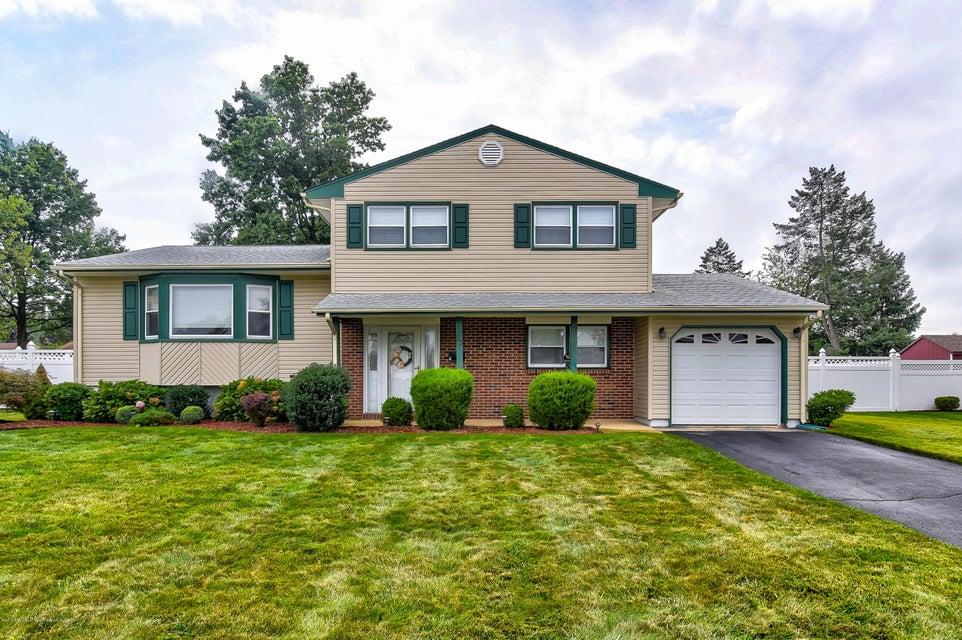 Casa Unifamiliar por un Venta en 55 Richards Drive Parlin, Nueva Jersey 08859 Estados Unidos