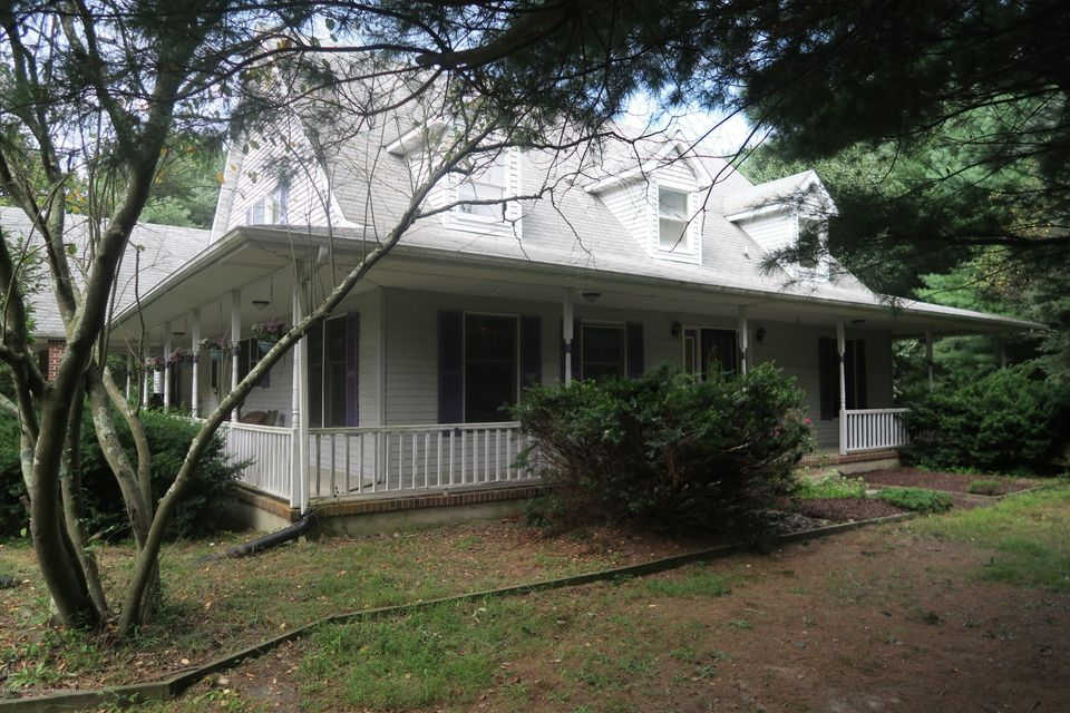 Maison unifamiliale pour l Vente à 241 Long Swamp Road 241 Long Swamp Road New Egypt, New Jersey 08533 États-Unis