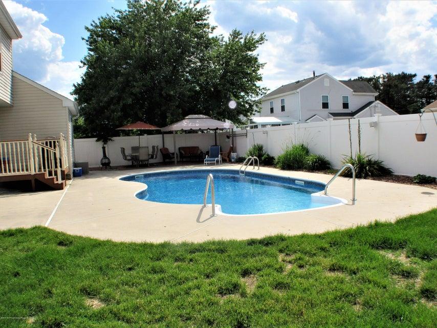 独户住宅 为 销售 在 1500 Longboat Avenue 1500 Longboat Avenue Beachwood, 新泽西州 08722 美国