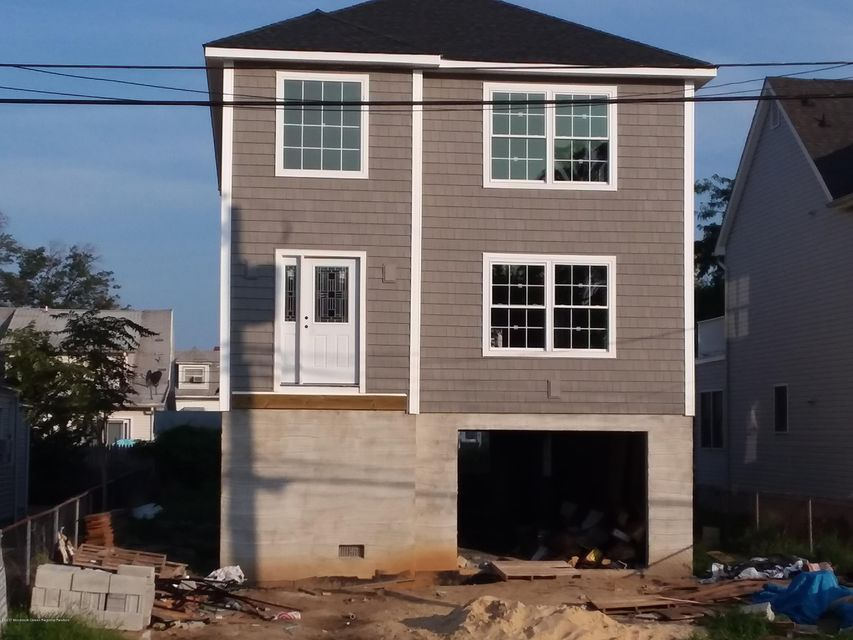 Single Family Home for Sale at 17 Bayview Avenue Keansburg, New Jersey 07734 United States