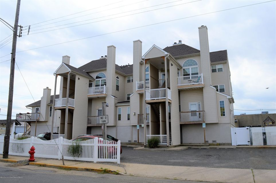 Condominium for Rent at 11 Raritan Avenue Keansburg, New Jersey 07734 United States
