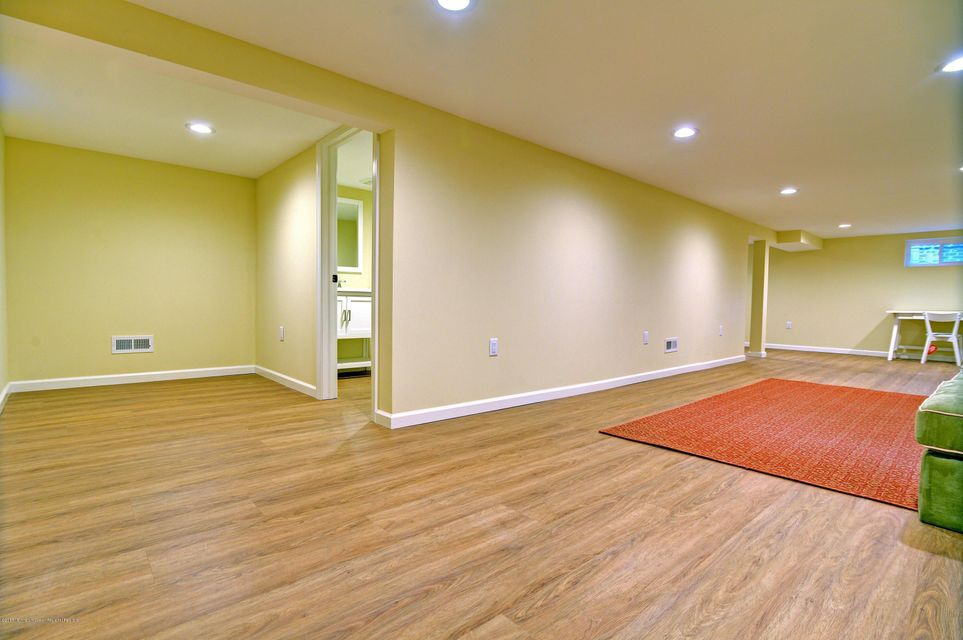 ADDITIONAL 600 SQ FT LOWER LEVEL