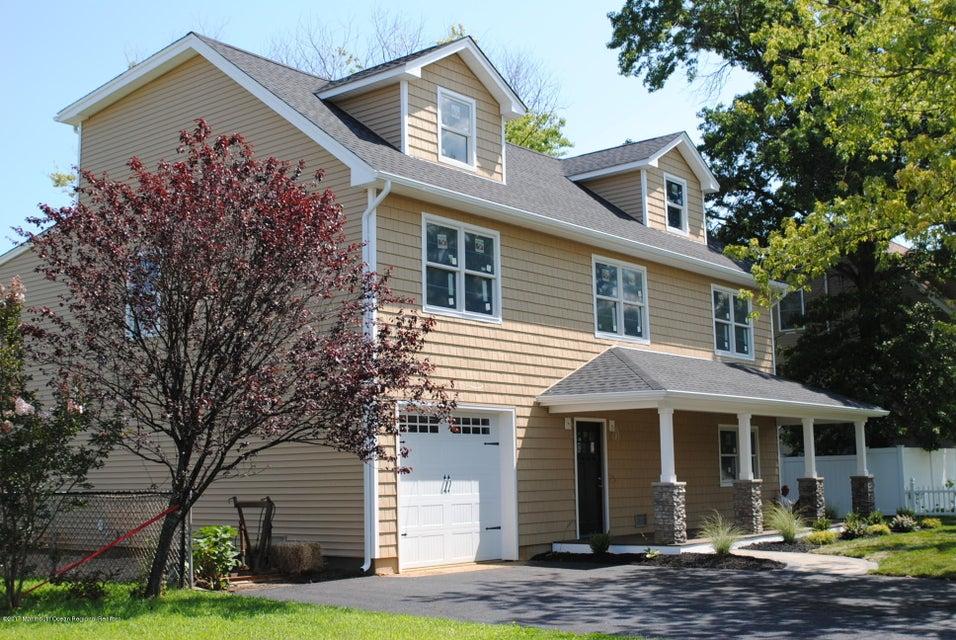 Casa para uma família para Venda às 654 Bray Avenue 654 Bray Avenue Port Monmouth, Nova Jersey 07758 Estados Unidos