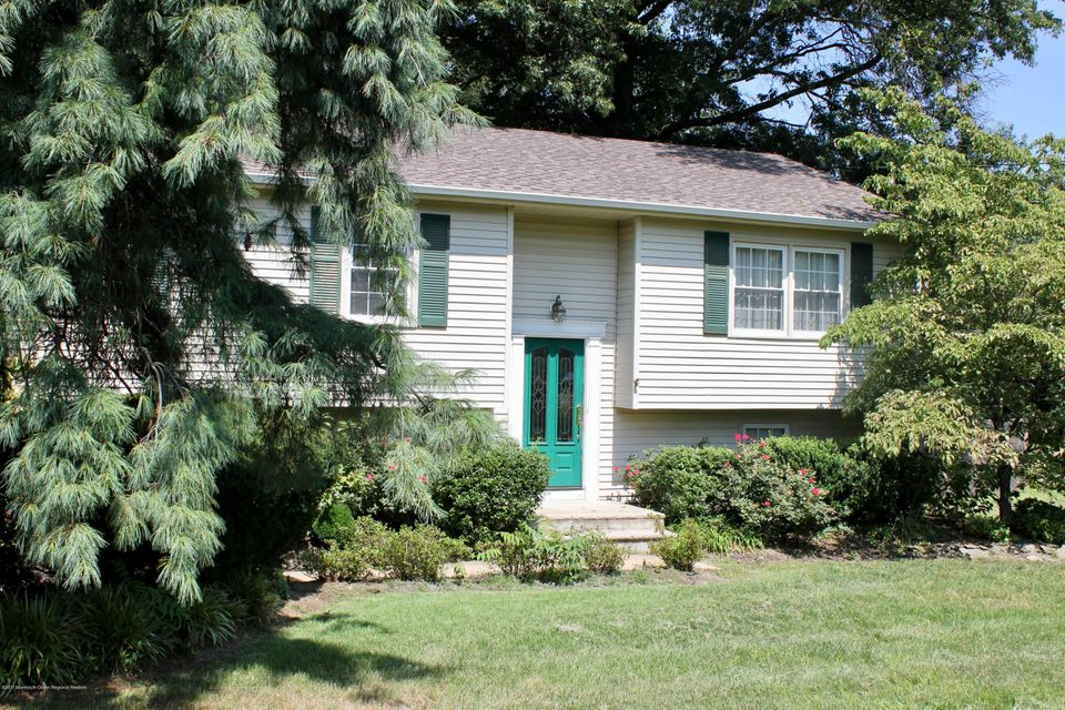 Single Family Home for Sale at 167 Leonardville Road 167 Leonardville Road Belford, New Jersey 07718 United States