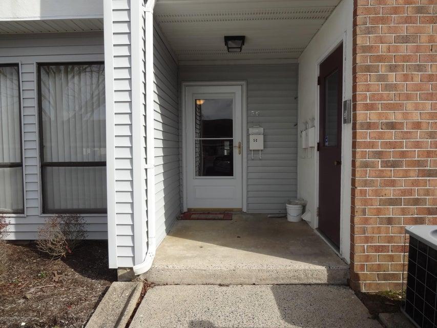 Appartement en copropriété pour l à louer à 5c Twin Rivers Drive 5c Twin Rivers Drive East Windsor, New Jersey 08520 États-Unis