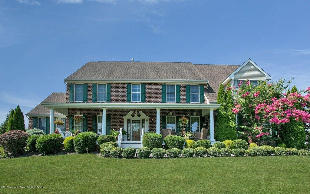 Maison unifamiliale pour l Vente à 23 Gallant Fox Road Tinton Falls, New Jersey 07724 États-Unis