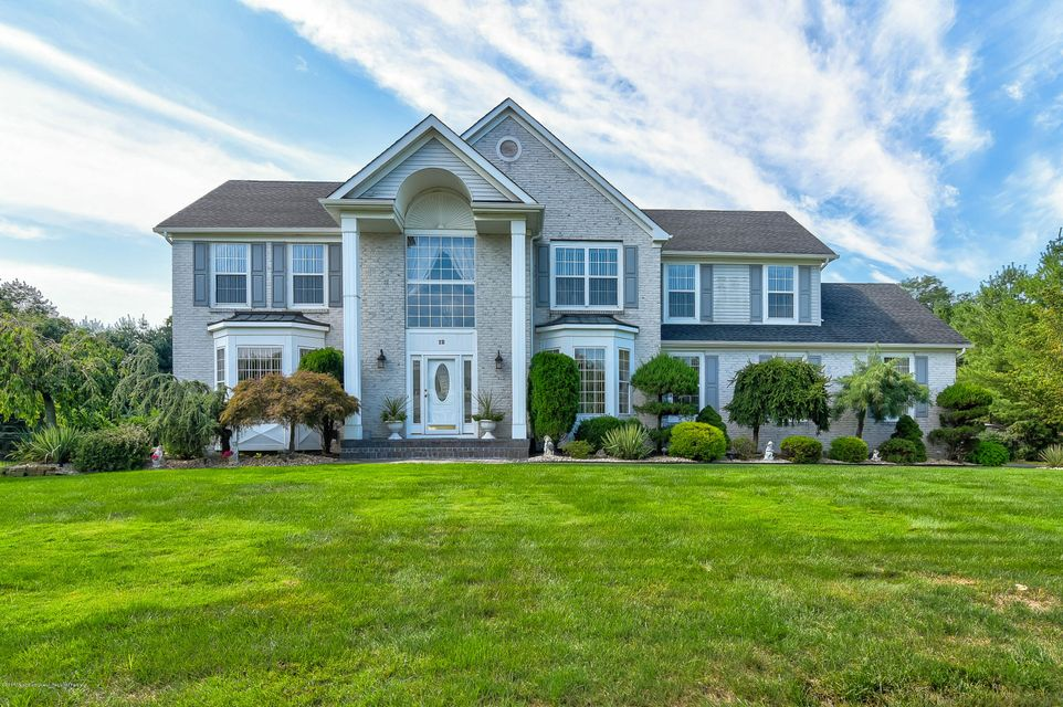 Maison unifamiliale pour l Vente à 12 Canterbury Way 12 Canterbury Way Farmingdale, New Jersey 07727 États-Unis