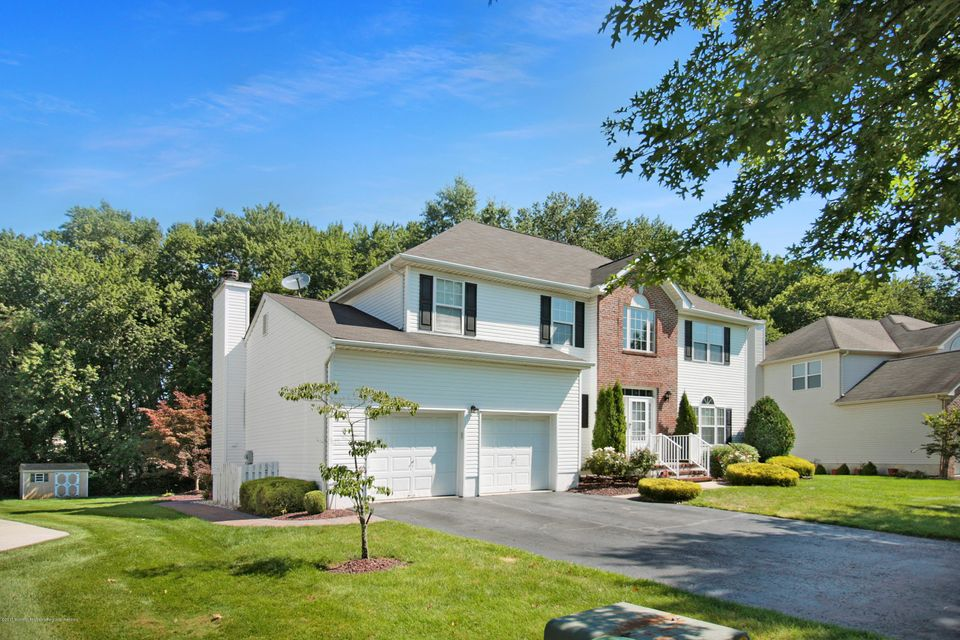 Maison unifamiliale pour l Vente à 224 Oak Creek Circle 224 Oak Creek Circle East Windsor, New Jersey 08520 États-Unis