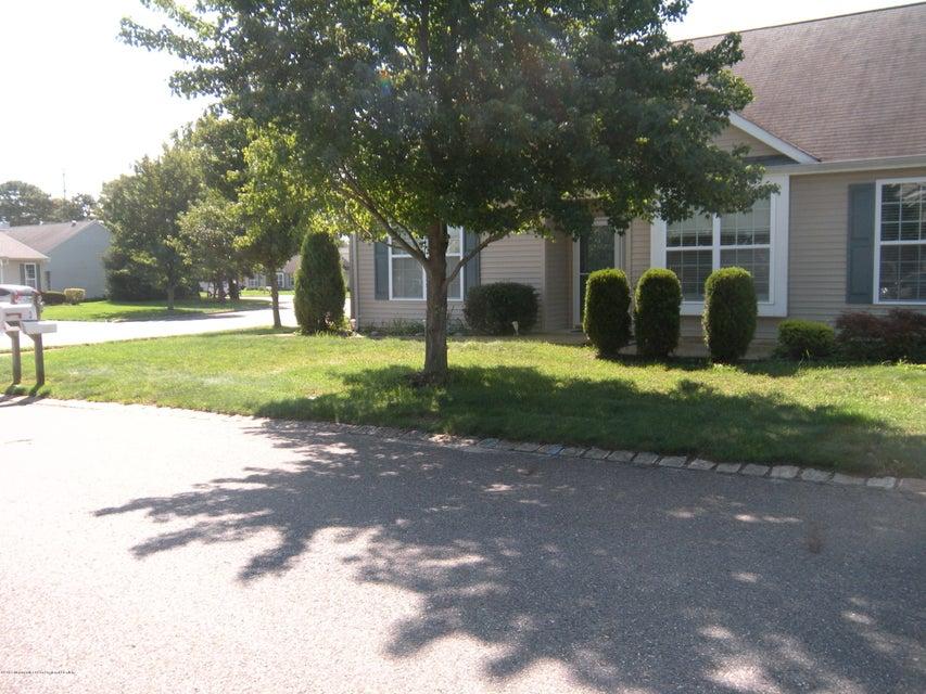 Casa Unifamiliar por un Alquiler en 1 Fennel Court 1 Fennel Court Whiting, Nueva Jersey 08759 Estados Unidos