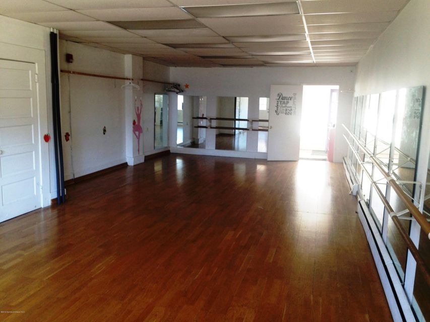 Additional photo for property listing at 1614 State Route 71 1614 State Route 71 沃尔, 新泽西州 07719 美国
