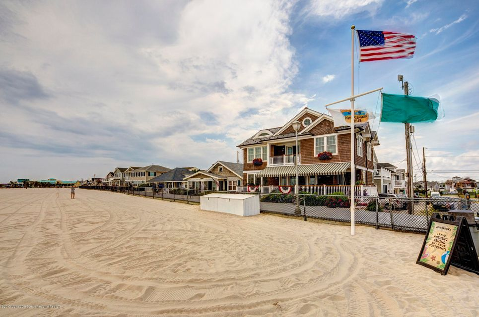 Single Family Home for Rent at 8 Water Street 8 Water Street Point Pleasant Beach, New Jersey 08742 United States