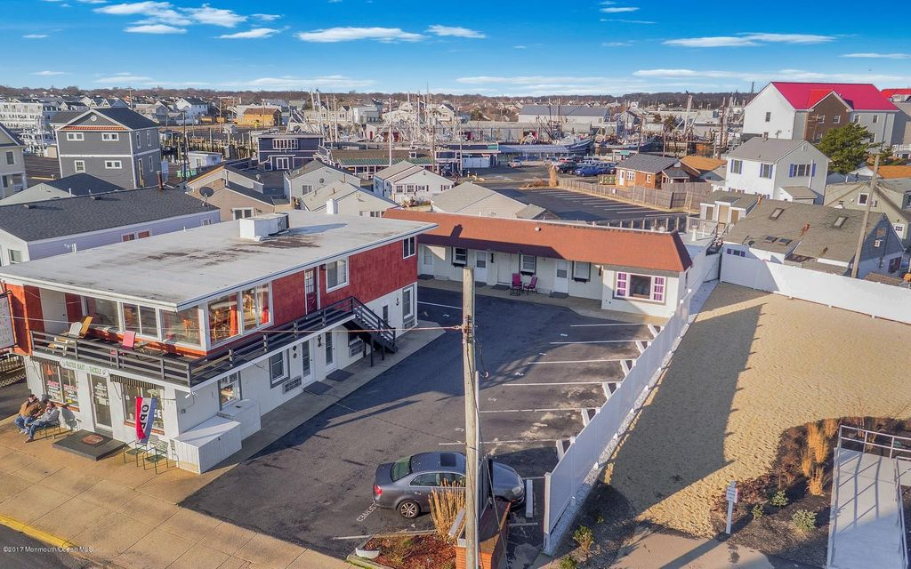 Commercial pour l Vente à 3-5 Ocean Avenue 3-5 Ocean Avenue Point Pleasant Beach, New Jersey 08742 États-Unis