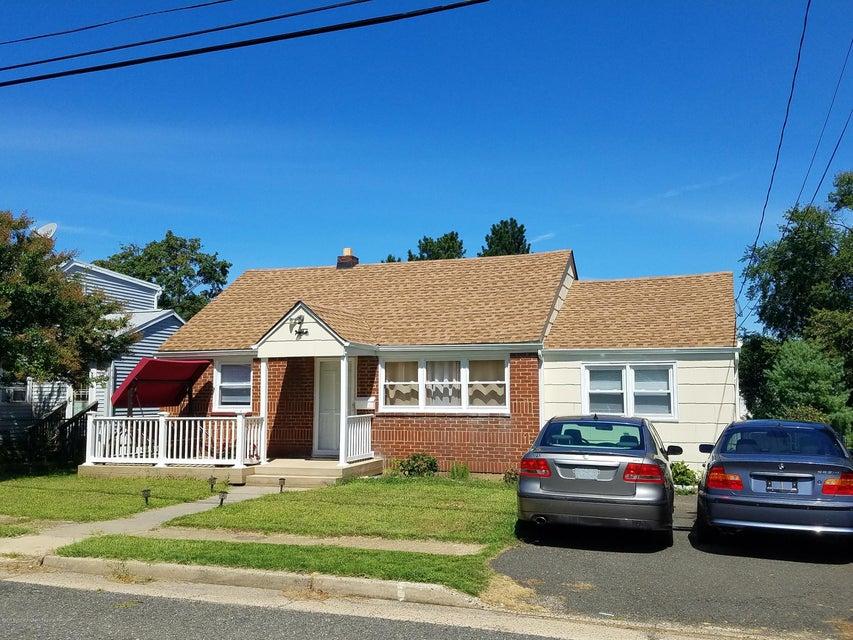 Casa Unifamiliar por un Venta en 19 Collins Avenue 19 Collins Avenue Port Monmouth, Nueva Jersey 07758 Estados Unidos