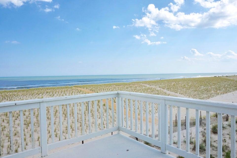 独户住宅 为 销售 在 7211 Ocean Boulevard 长滩乡, 新泽西州 08008 美国