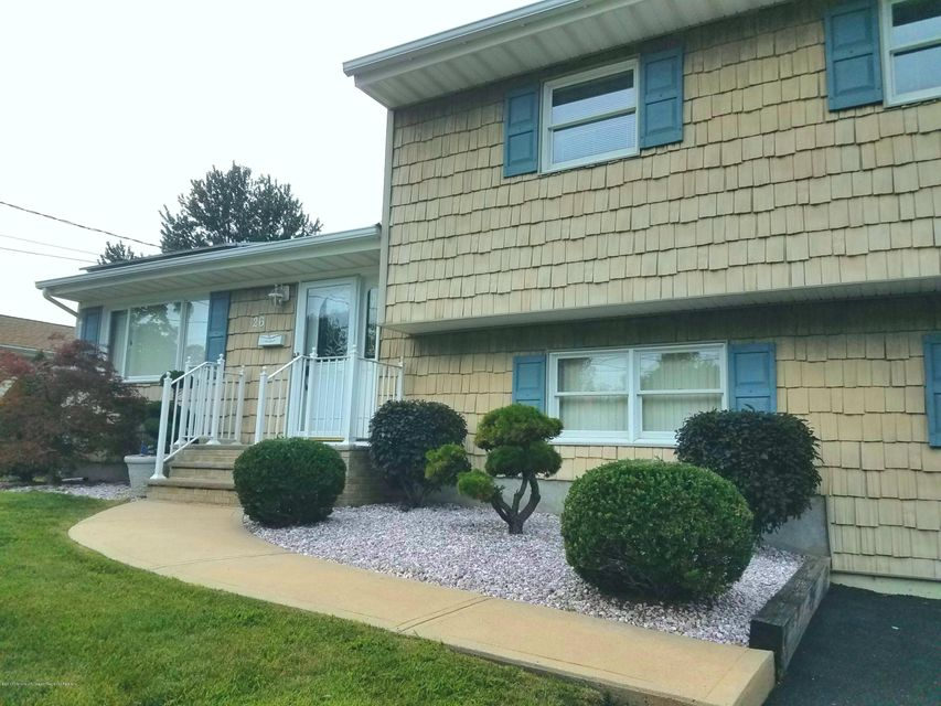 Additional photo for property listing at 26 Woodshore 26 Woodshore Keyport, Nova Jersey 07735 Estados Unidos