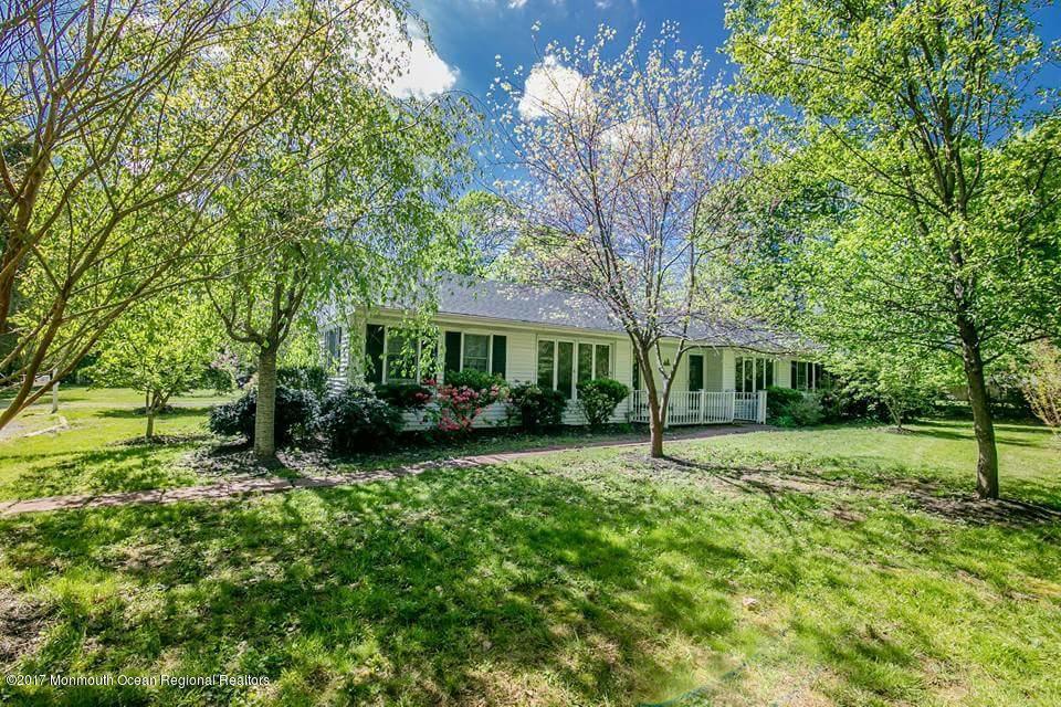 独户住宅 为 销售 在 34 1/2 Reynolds Drive 34 1/2 Reynolds Drive 伊顿敦, 新泽西州 07724 美国