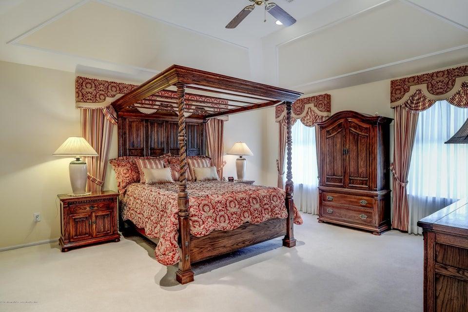 040_Master Bedroom