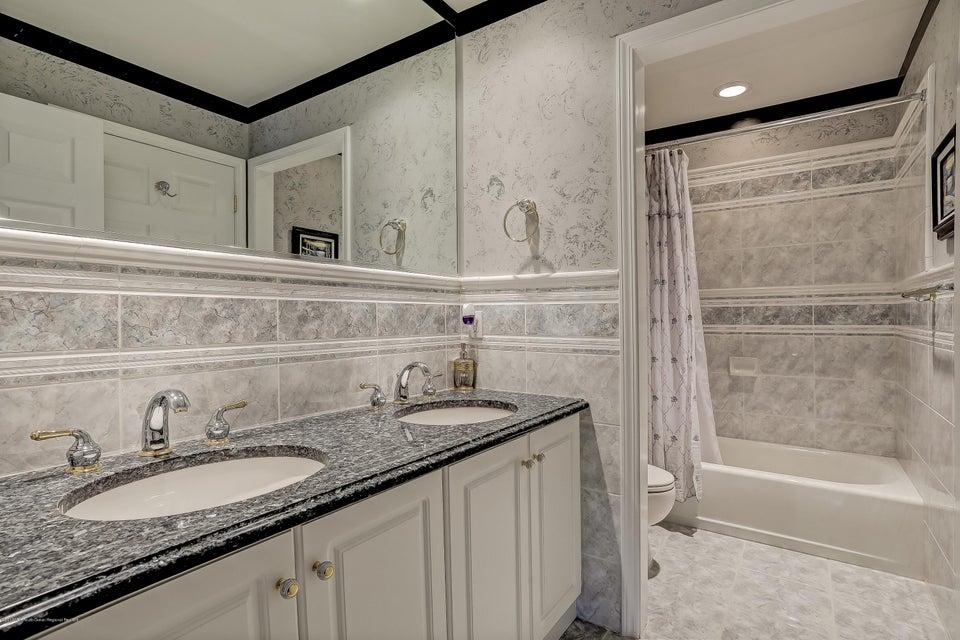 045_Bathroom