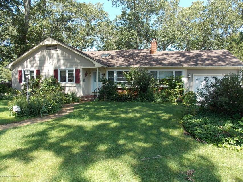 Tek Ailelik Ev için Satış at 304 Springfield Avenue 304 Springfield Avenue Pine Beach, New Jersey 08741 Amerika Birleşik Devletleri