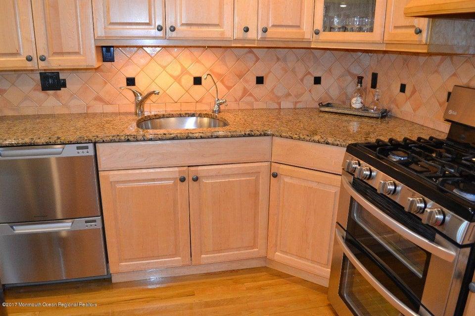 独户住宅 为 销售 在 6 Driftwood Drive 6 Driftwood Drive Parlin, 新泽西州 08859 美国