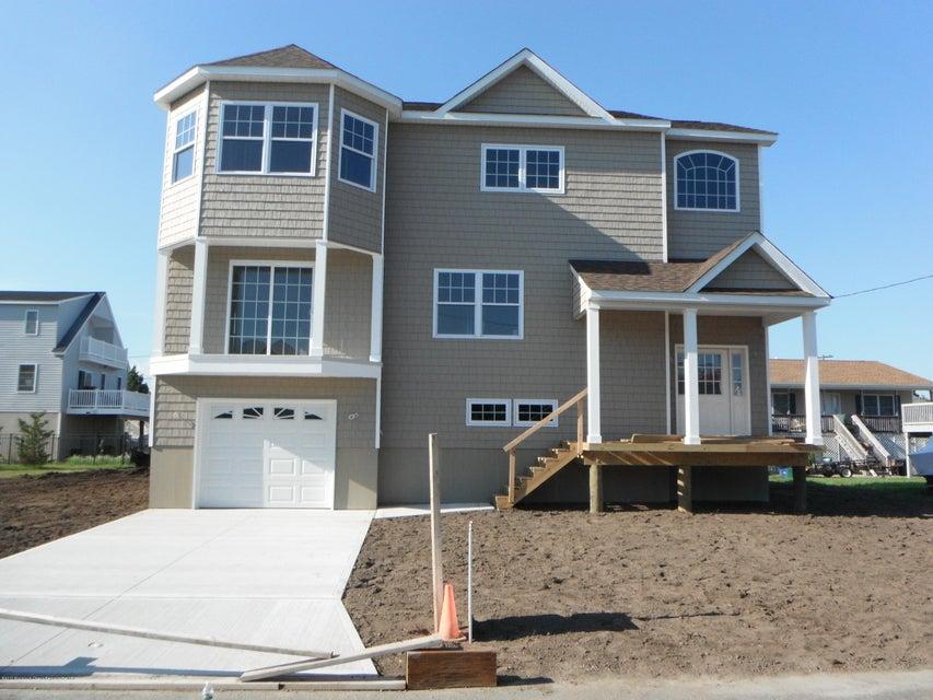 独户住宅 为 销售 在 114 Michigan Avenue 114 Michigan Avenue Waretown, 新泽西州 08758 美国