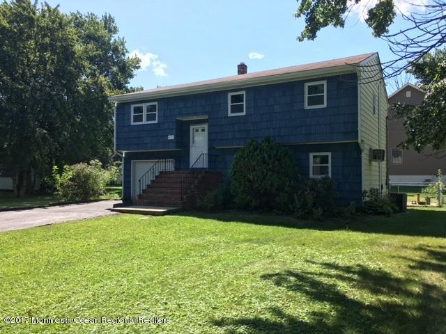 独户住宅 为 销售 在 421 Smith Court 421 Smith Court 克里夫伍德, 新泽西州 07721 美国