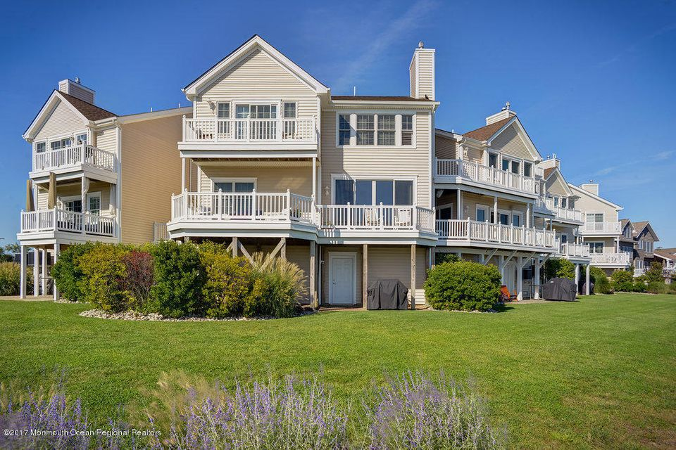 Maison unifamiliale pour l Vente à 208 Gateway Court 208 Gateway Court Union Beach, New Jersey 07735 États-Unis