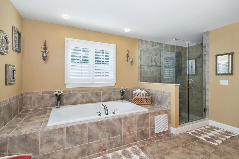 Jetted Tub and Shower