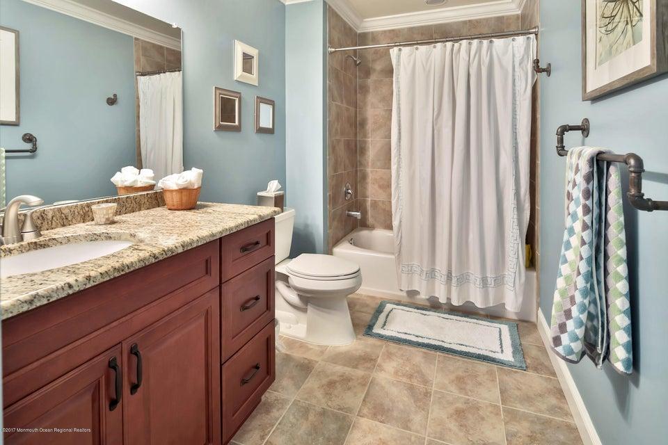2nd Floor - Full Bathroom 2