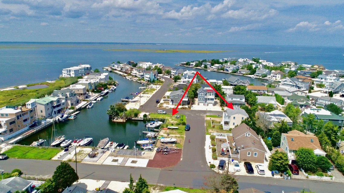 Multi-Family Home for Sale at 3 Lange Avenue 3 Lange Avenue Harvey Cedars, New Jersey 08008 United States