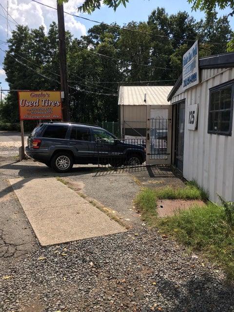 Commercial pour l Vente à 125 Georges Road 125 Georges Road New Brunswick, New Jersey 08901 États-Unis