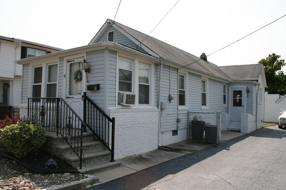 Maison unifamiliale pour l Vente à 9 Dakota Avenue 9 Dakota Avenue North Middletown, New Jersey 07748 États-Unis