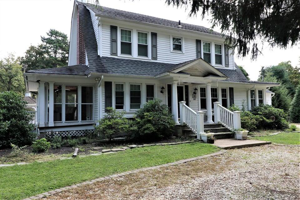 Maison unifamiliale pour l Vente à 107 Brown Road 107 Brown Road Howell, New Jersey 07731 États-Unis