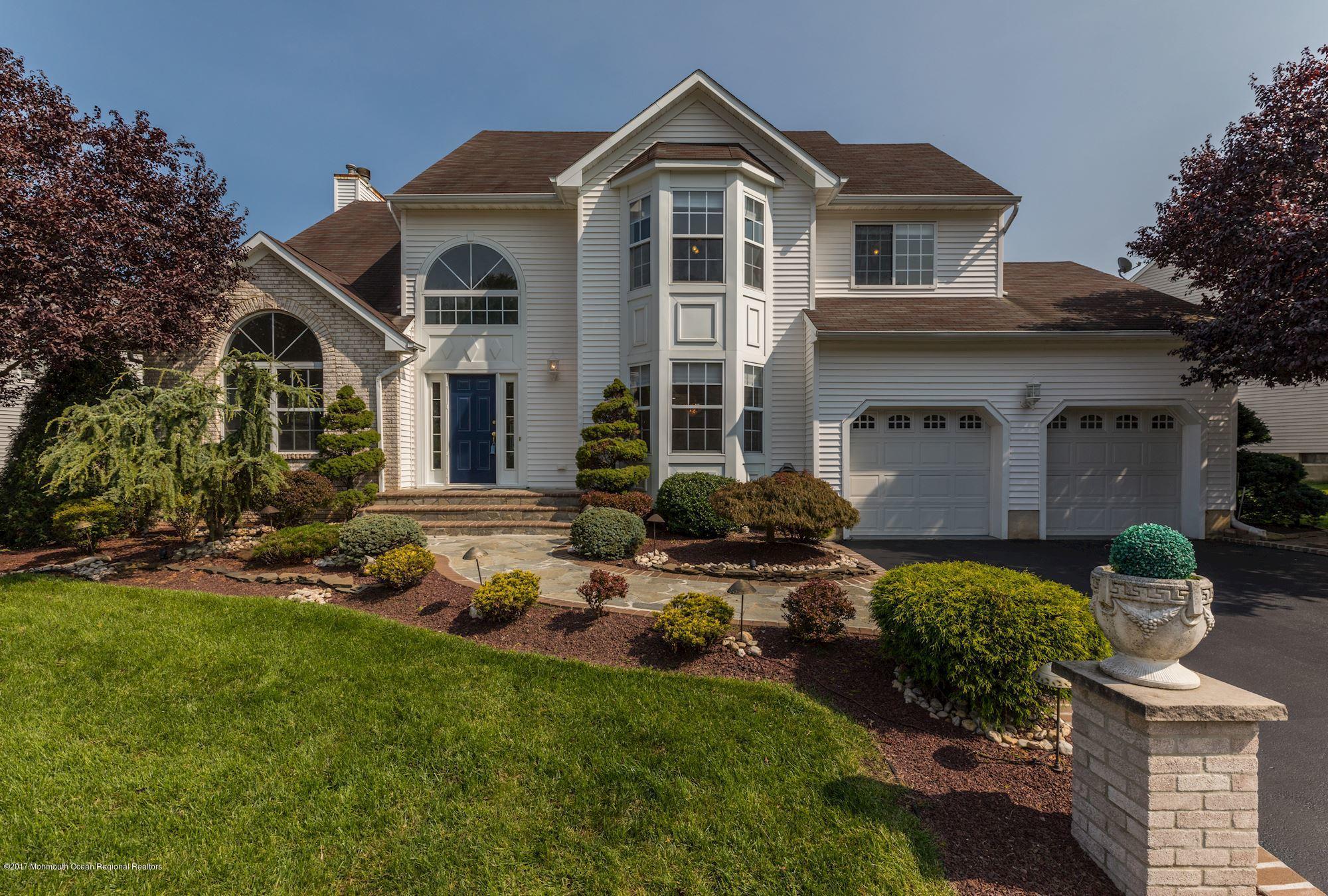 Einfamilienhaus für Verkauf beim 51 Winding Brook Drive 51 Winding Brook Drive Matawan, New Jersey 07747 Vereinigte Staaten