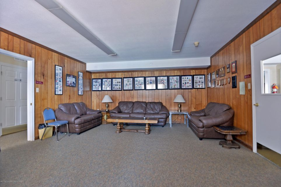 025_Clubhouse