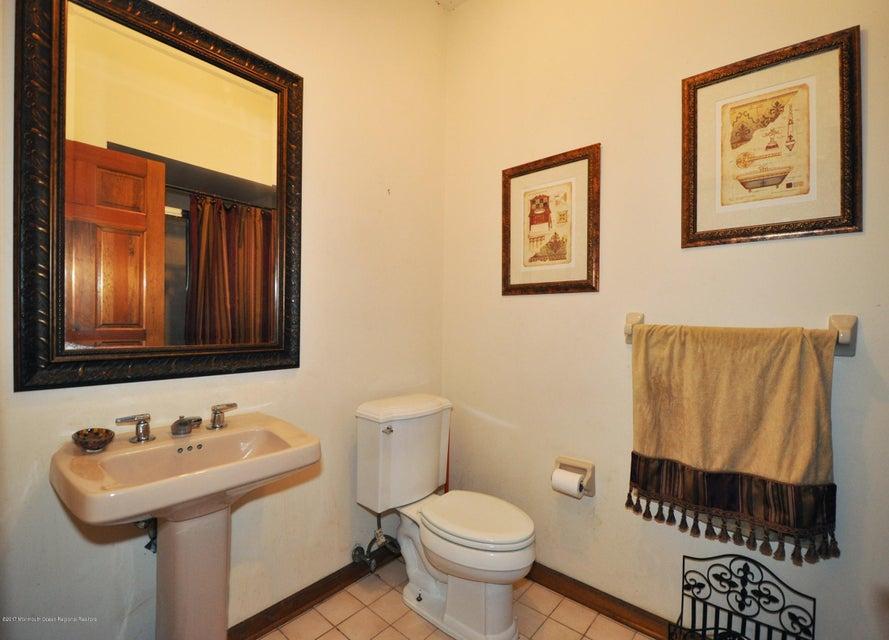 026_Hallway Bathroom