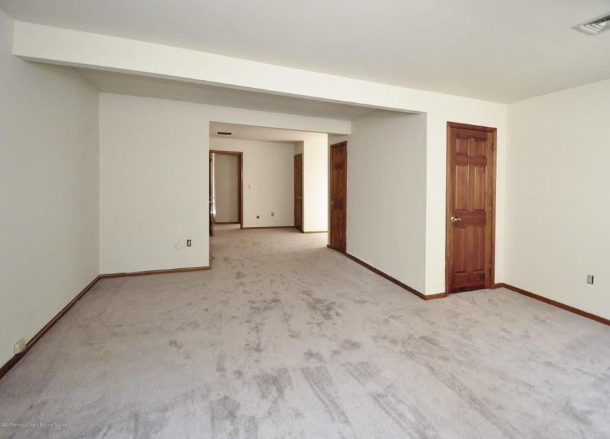 040_2nd Floor Master Bedroom wBath