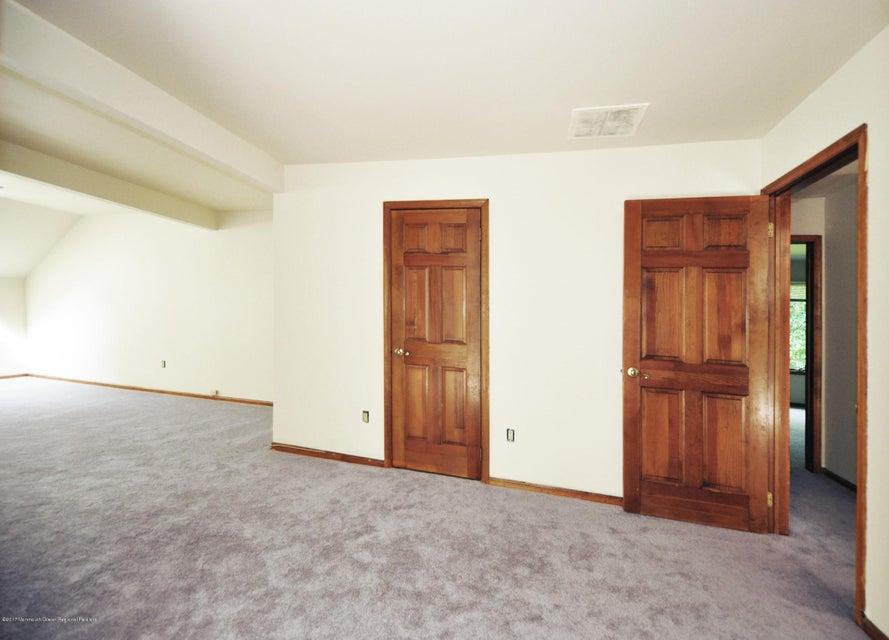 041_2nd Floor Master Bedroom wBath