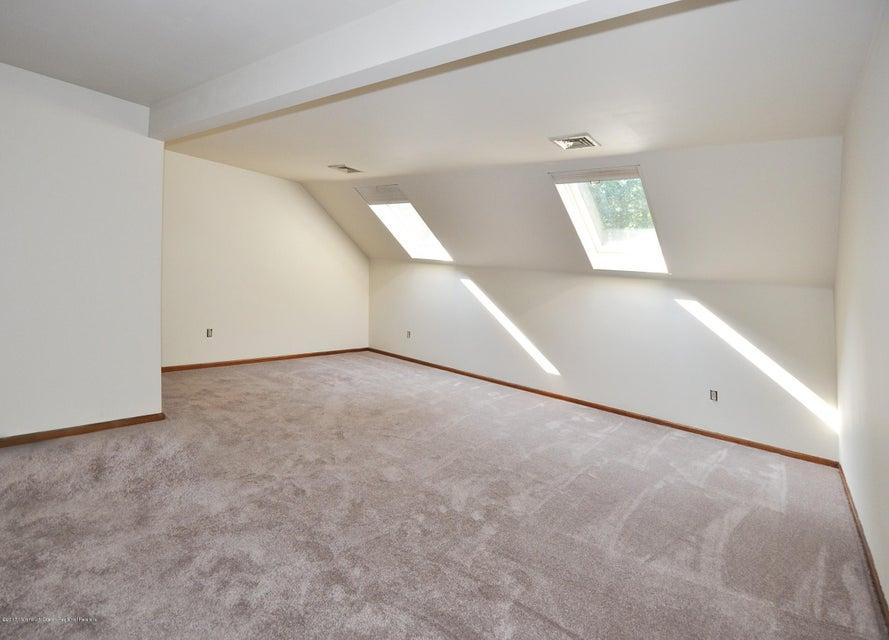 042_2nd Floor Master Bedroom wBath