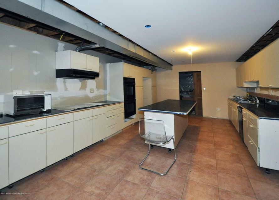 043_Basement Kitchen
