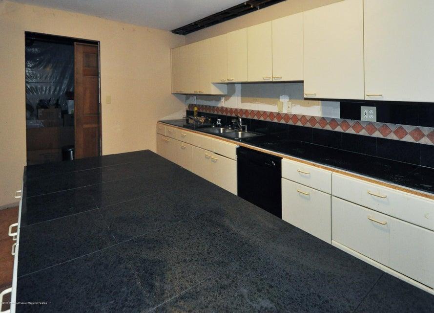 044_Basement Kitchen