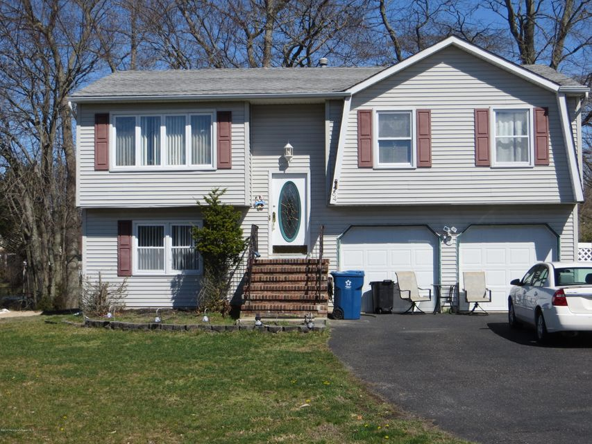 Maison unifamiliale pour l Vente à 34 Standish Drive 34 Standish Drive Howell, New Jersey 07731 États-Unis