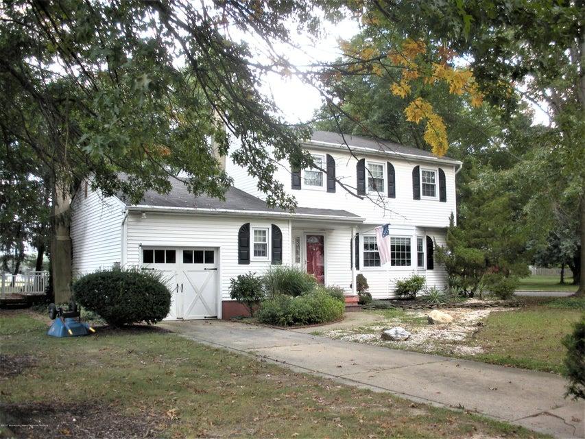 獨棟家庭住宅 為 出售 在 35 Oxford Drive 35 Oxford Drive East Windsor, 新澤西州 08520 美國