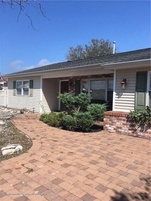 Casa Unifamiliar por un Alquiler en 210 Edison Road 210 Edison Road Barnegat, Nueva Jersey 08005 Estados Unidos