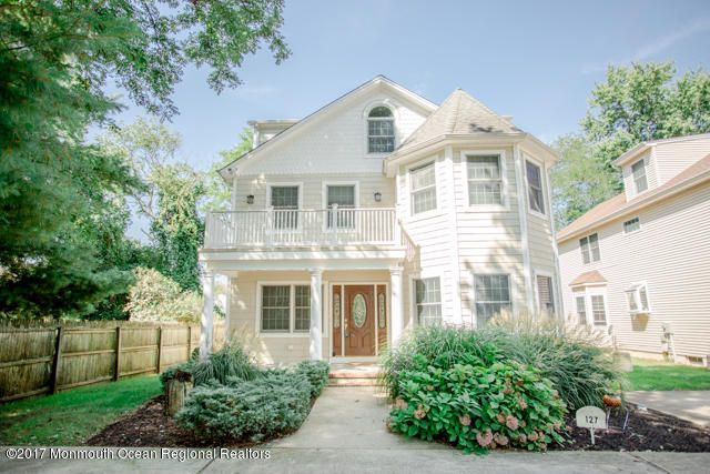 Maison unifamiliale pour l Vente à 127 10th Avenue 127 10th Avenue Spring Lake Heights, New Jersey 07762 États-Unis