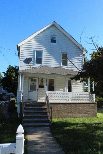 Casa Unifamiliar por un Alquiler en 1213 6th Avenue Neptune, Nueva Jersey 07753 Estados Unidos
