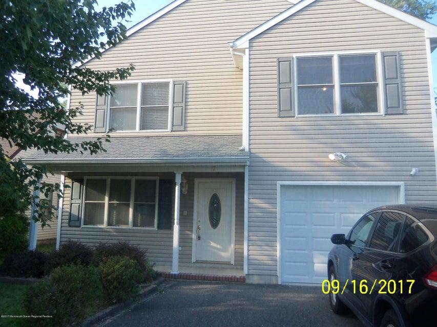 Maison unifamiliale pour l Vente à 17 Holmes Place 17 Holmes Place Middletown, New Jersey 07748 États-Unis
